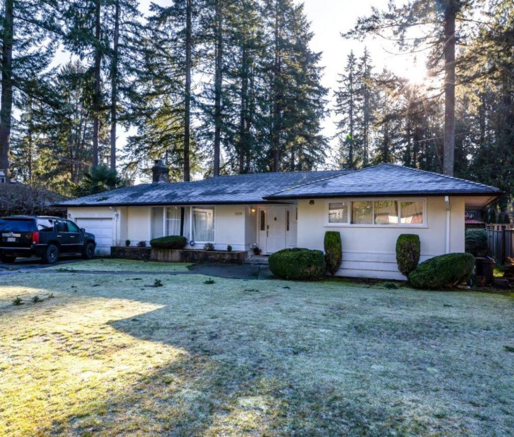 1229 Langdale Drive, Canyon Heights NV, North Vancouver 2