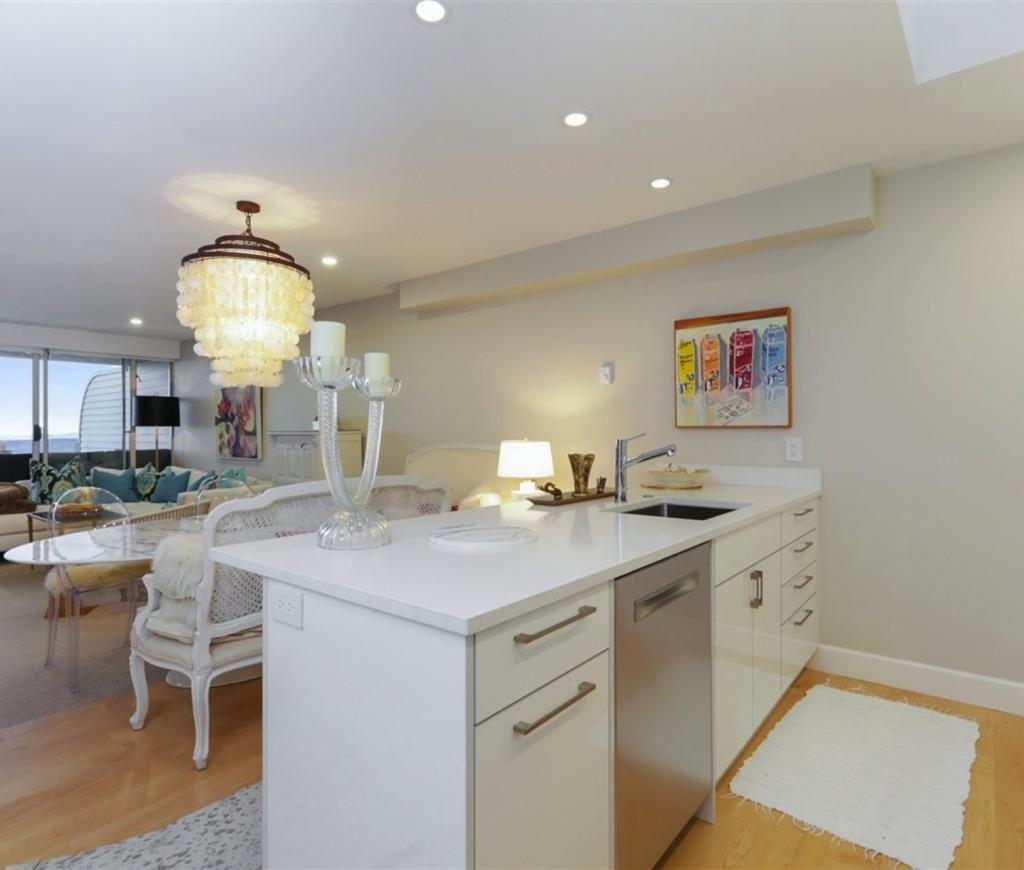 208 - 2274 Folkestone Way, Panorama Village, West Vancouver 2